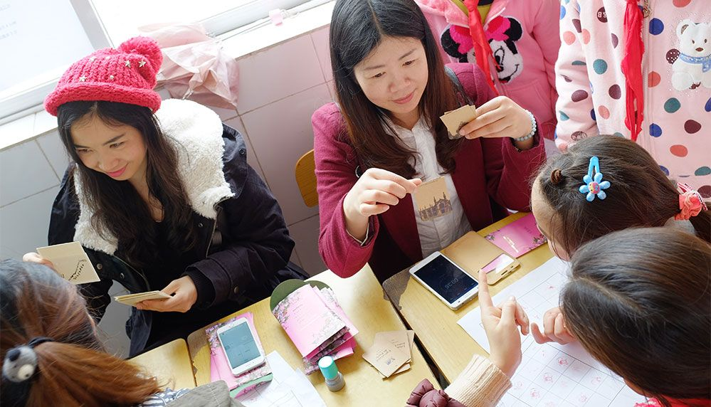 Trendy Volunteers Bring Knowledge and Happinessto More Left-Behind Children